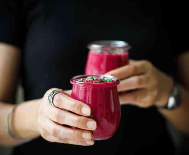 Beetroot Ginger Detox Smoothie vegan, fruits, vegetable, sugarfree, breakfast, beverage, easy recipe, healthy recipe