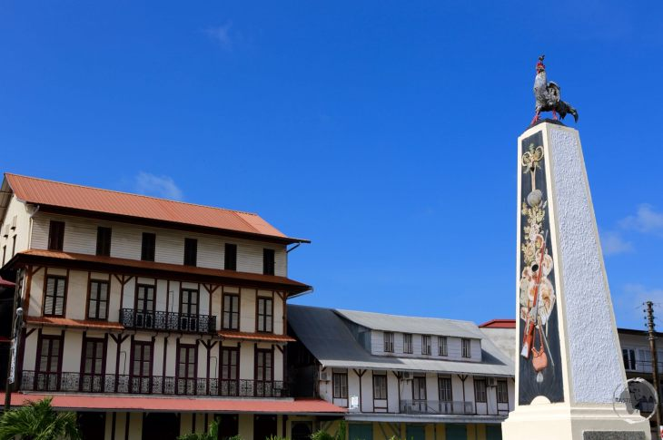 Located in downtown Cayenne, Place du Coq is named after the rooster which sits atop a column in the middle of the square.