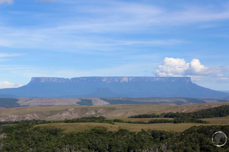 A table-top mountain, Mount Roraima is bounded on all sides by cliffs which rise 400 metres (1,300 ft).