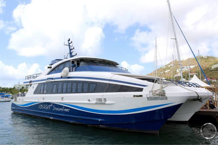 Voyager fast ferry departing from Saint Martin.