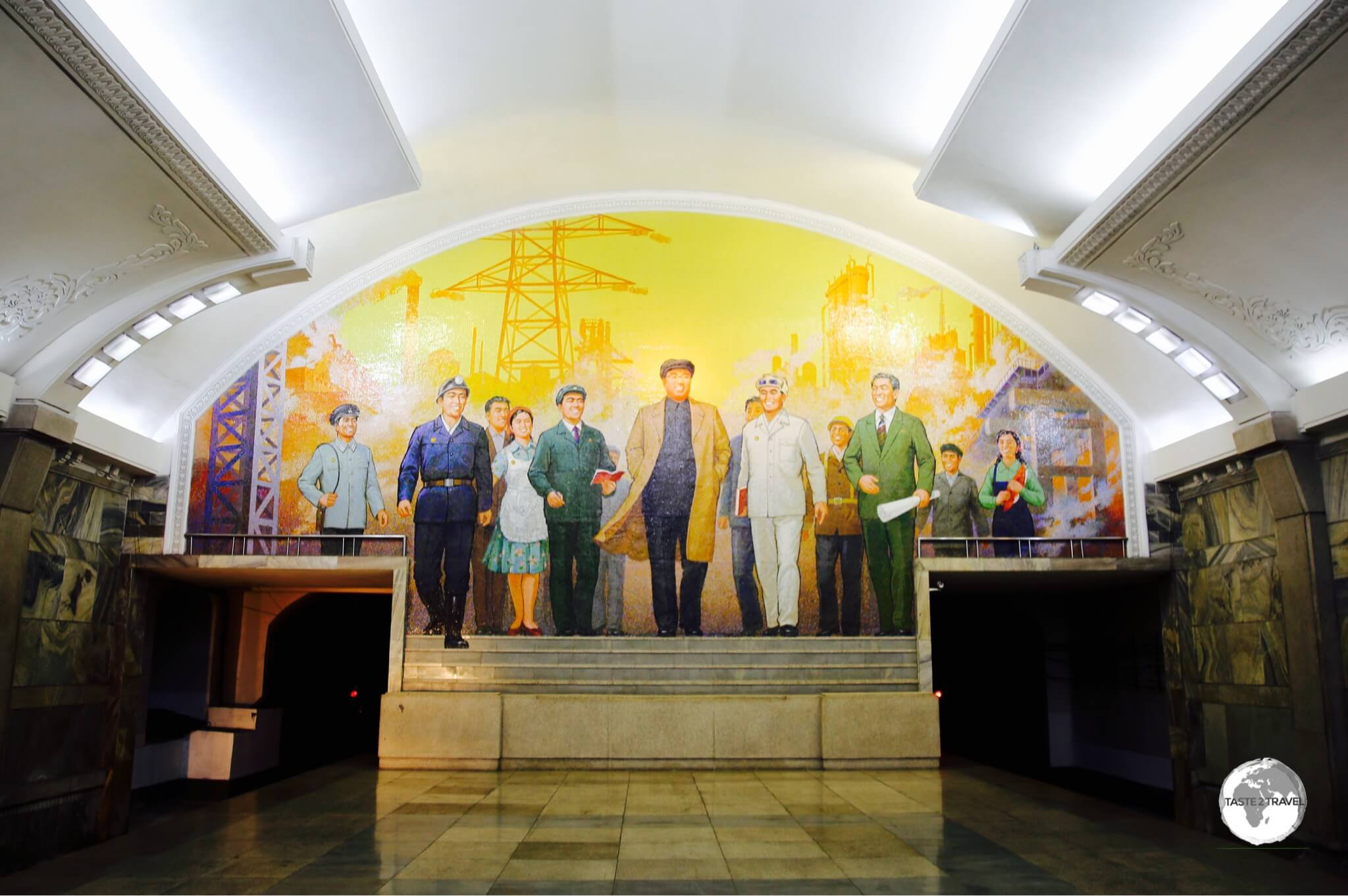 Puhung Station features a mural entitled The Great Leader Kim Il-Sung Among Workers.