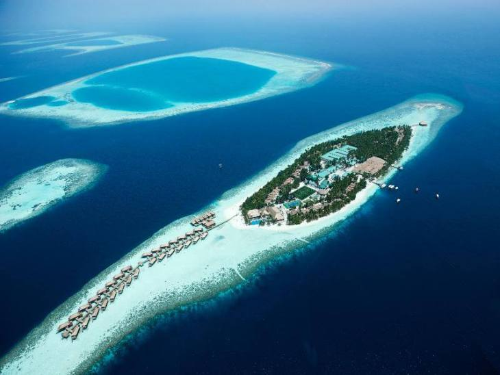 My home for four nights, the spectacular Vilamendhoo Island Resort and Spa.