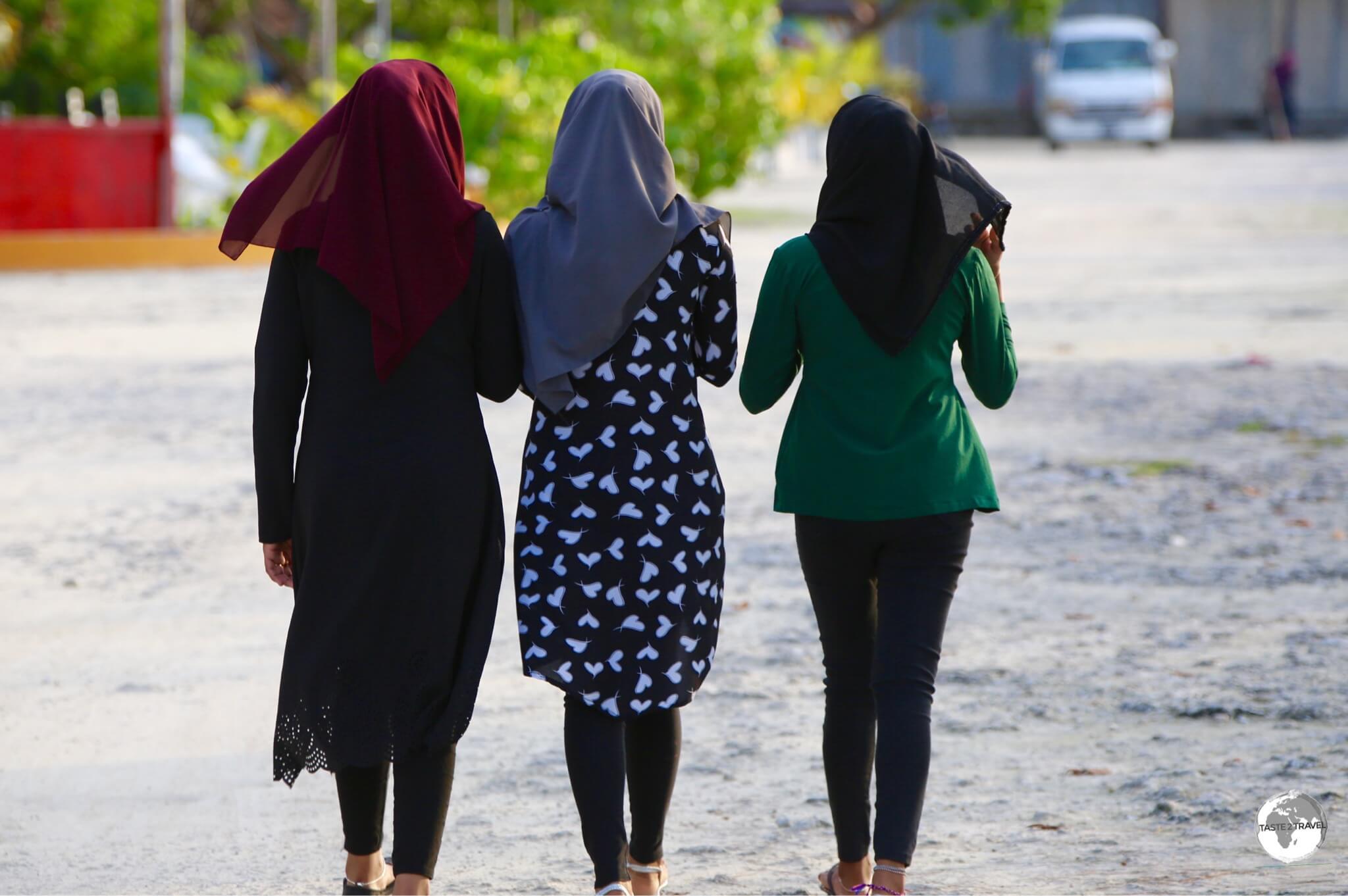 Girls on Maafushi Island.