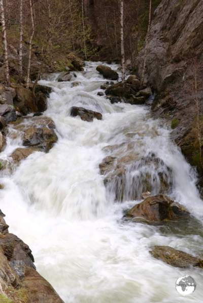 The River Os cascades down a narrow gorge alongside route CG6.