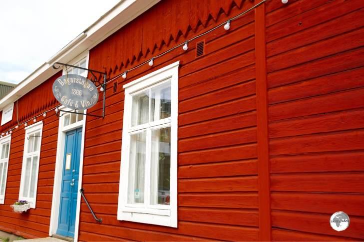 Exterior of Bagarstugan café in Mariehamn.
