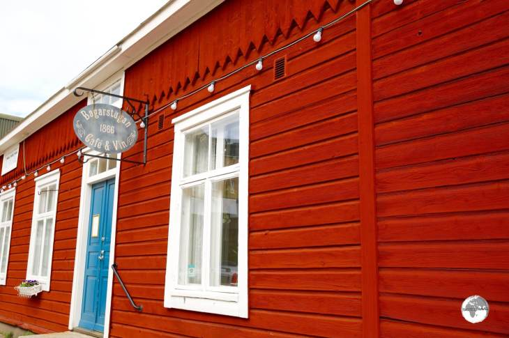 Exterior of Bagarstugan café in Mariehamn.