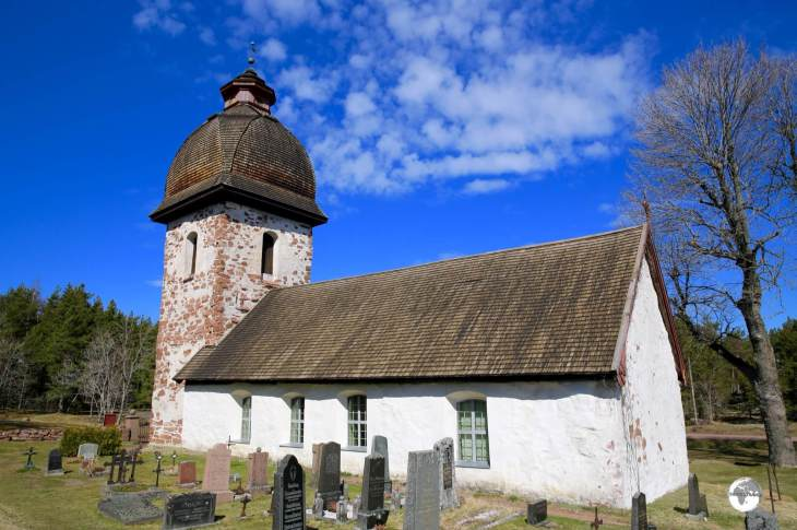 The medieval-era Vårdö church.