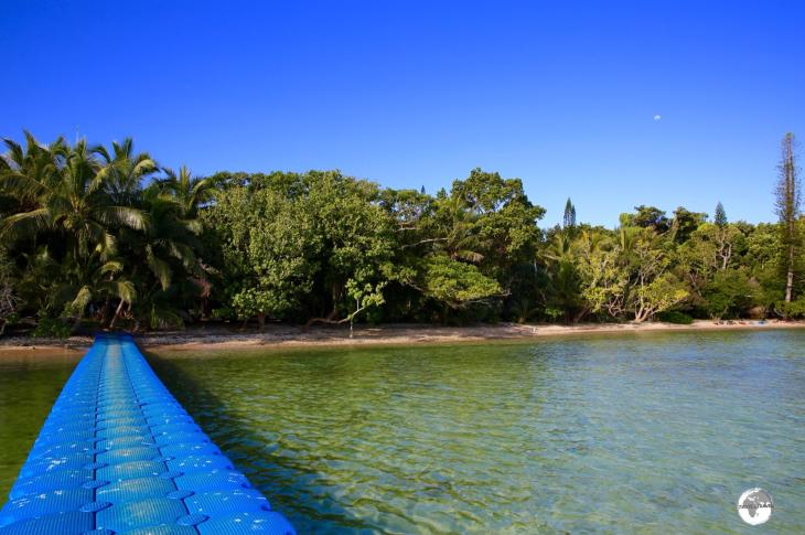 The floating jetty at the 4-star Kanua Tera Ecolodge, which lies at the end of a very lonely road at Port Boise.