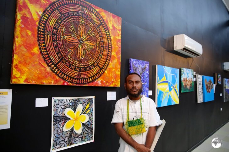 Loca artist 'Pollo' explaining his works at the Art Gallery in Honiara.