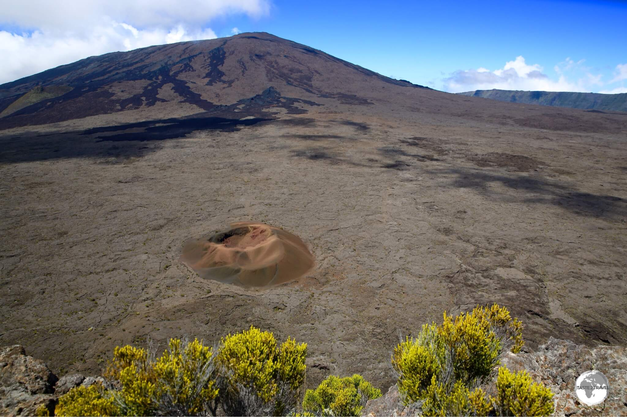 A hiking trail along the ridge of the giant 'enclosure' provides stunning views of different mini-craters such as the 'Formica Leo'.