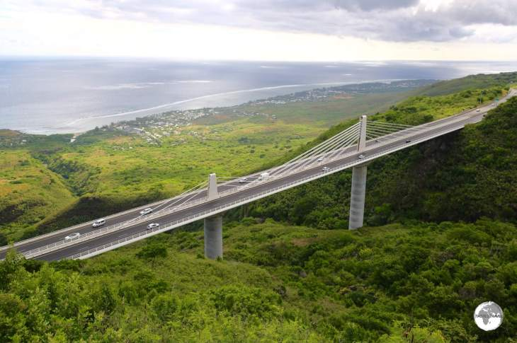 The RN1 passes over the spectacular <i>Route des Tamarins</i> bridge on the west coast of Reunion.