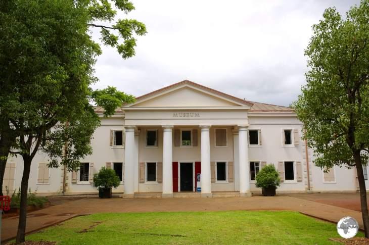 The <i>Muséum d'Histoire Naturelle</i> is the centrepiece of the <i>Jardin de l'Etat</i> in Saint Denis.