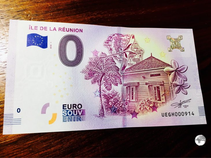 The Réunion €0 souvenir bank note can be purchased from a vending machine at the airport.