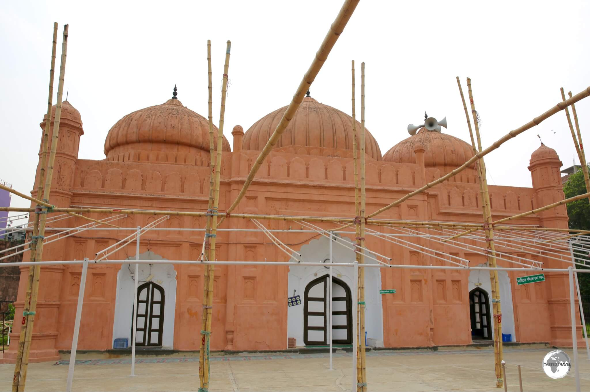 The three-domed Quilla Mosque is part of the Lalbagh fort complex.