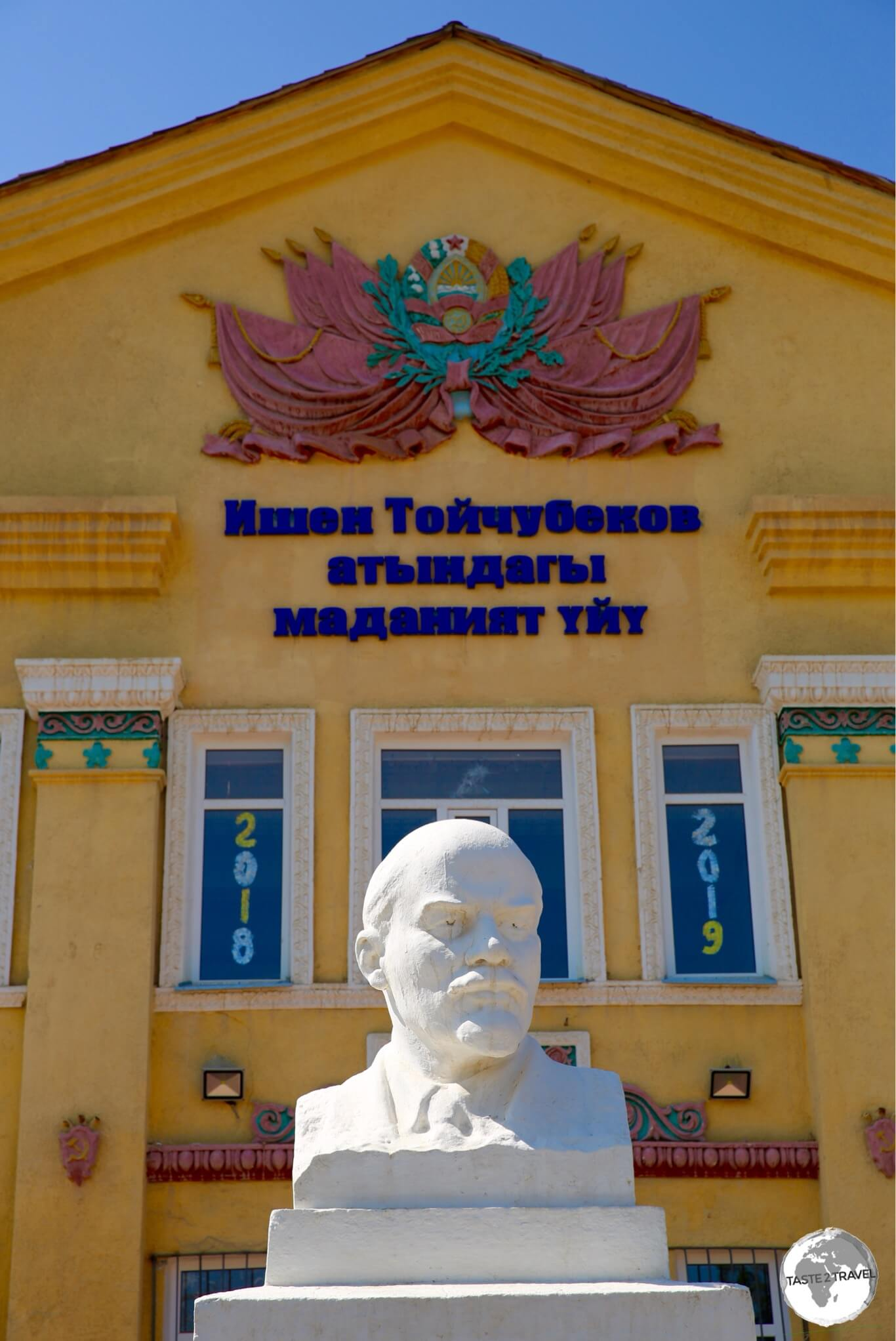 A statue of Lenin outside a government building on the main street of Bokonbayevo.