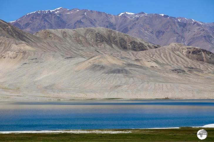 Another lake, Rabat Sasök-Kul is located alongside the Pamir highway, near the town of Alichur.