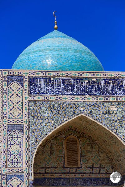 The blue-tiled dome of the Kalyan mosque.