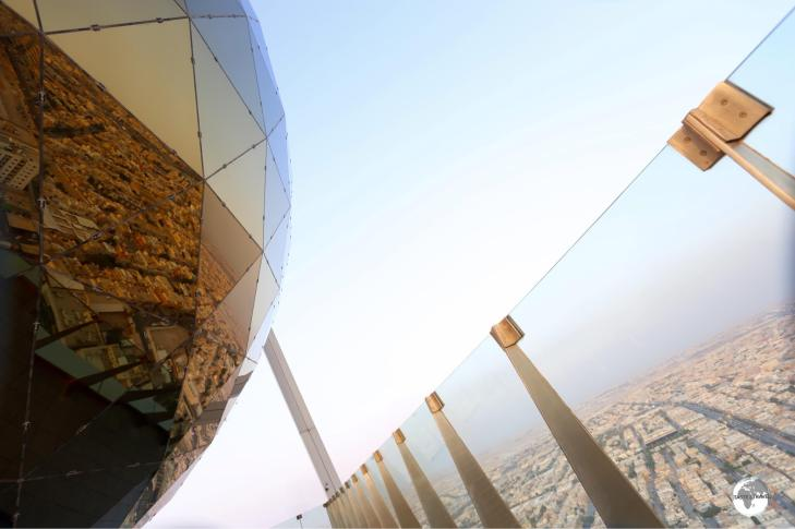 Made from 655 glass panels, the golden globe at the top of Al Faisaliah Tower houses a viewing platform which provides magical views of Riyadh.