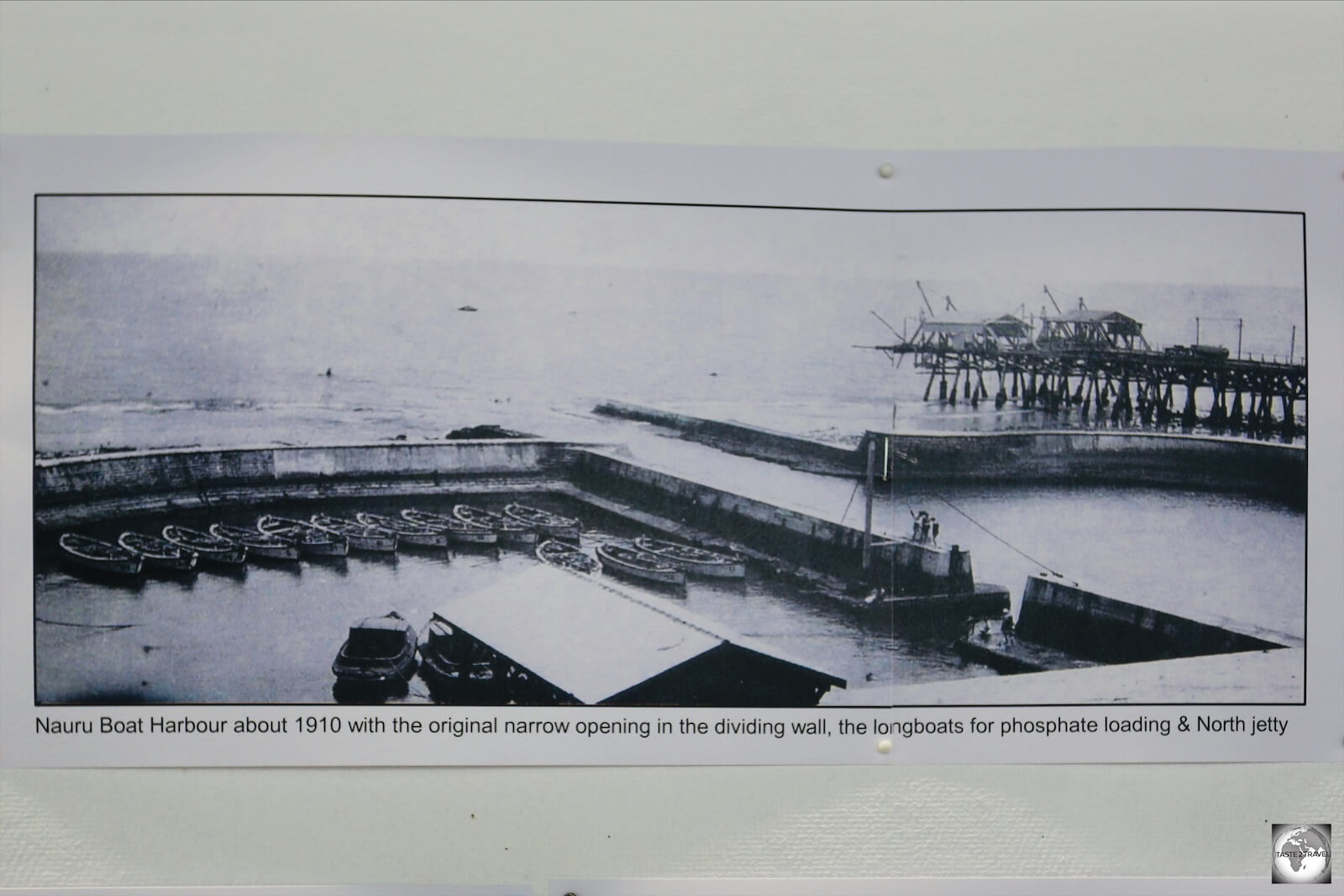 A photo at the Nauru Museum, from 1910, shows the small row boats which were originally used to manually load phosphate onto ships which had to anchor beyond the shallow reef.