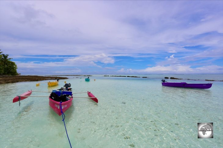A motorised canoe trip to the southern islands provides and opportunity to snorkel in the clear waters of the lagoon.