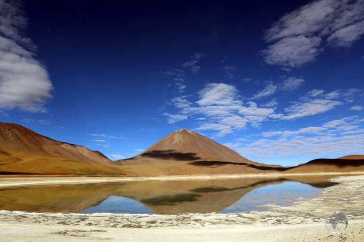 Situated at 4,300 metres (14,100 ft), and near to the Chilean border, Laguna Verde is a high-altitude salt lake, which is known for its green-coloured water.