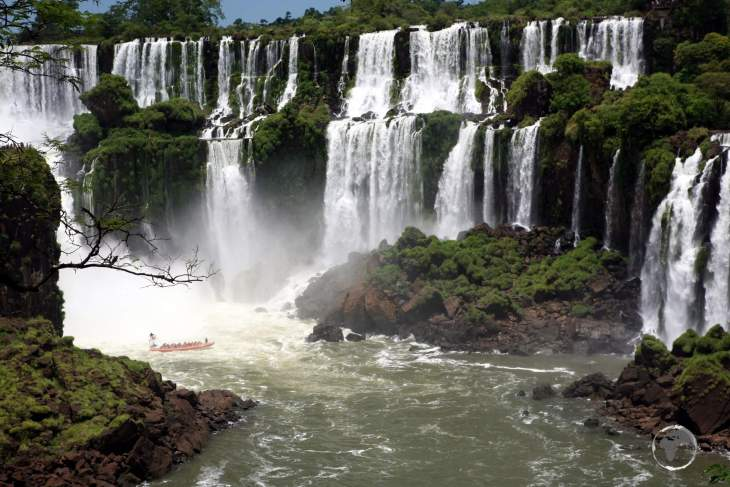 Numerous islands along the 2.7 km (1.7 mi) edge of Iguazú Falls divide the falls into many separate waterfalls and cataracts.