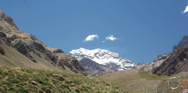 Located close to the Paso Internacional Los Libertadores border crossing, at nearly 7,000 m (23,000 ft), Aconcagua is the highest peak outside of Asia.