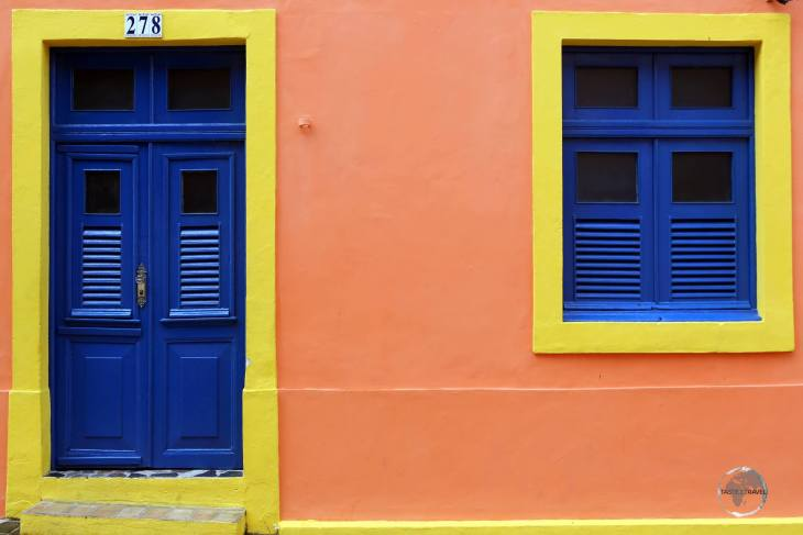 Olinda is located on the coast of the state of Pernambuco, six kilometres north of the centre of Recife.