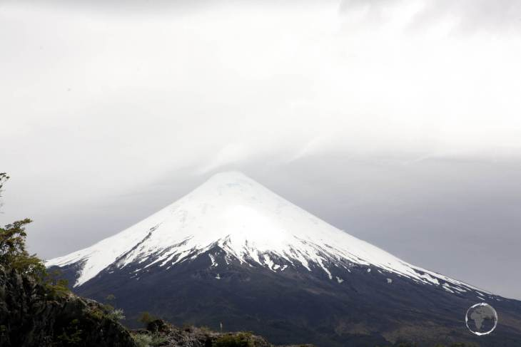 Often compared to Mt. Fuji, Osorno volcano (2,652 metres/ 8,701 ft) is one of the most active volcanoes in Chile, with eleven historical eruptions recorded between 1575 and 1869.