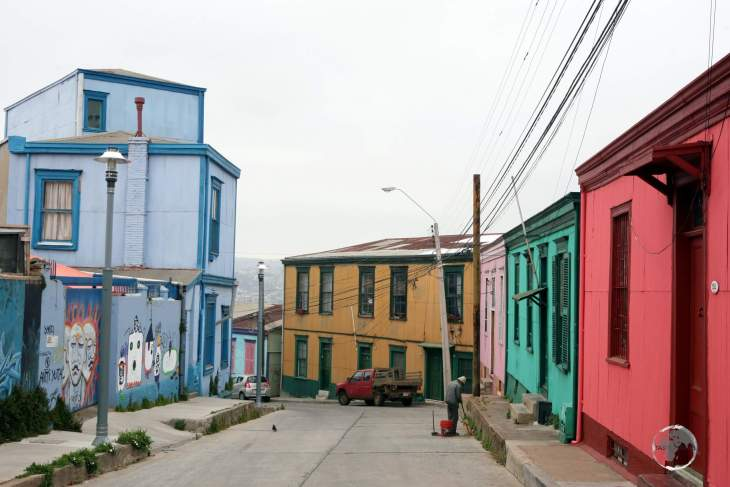Colourful houses line the streets of the Chilean port city of Valparaíso.