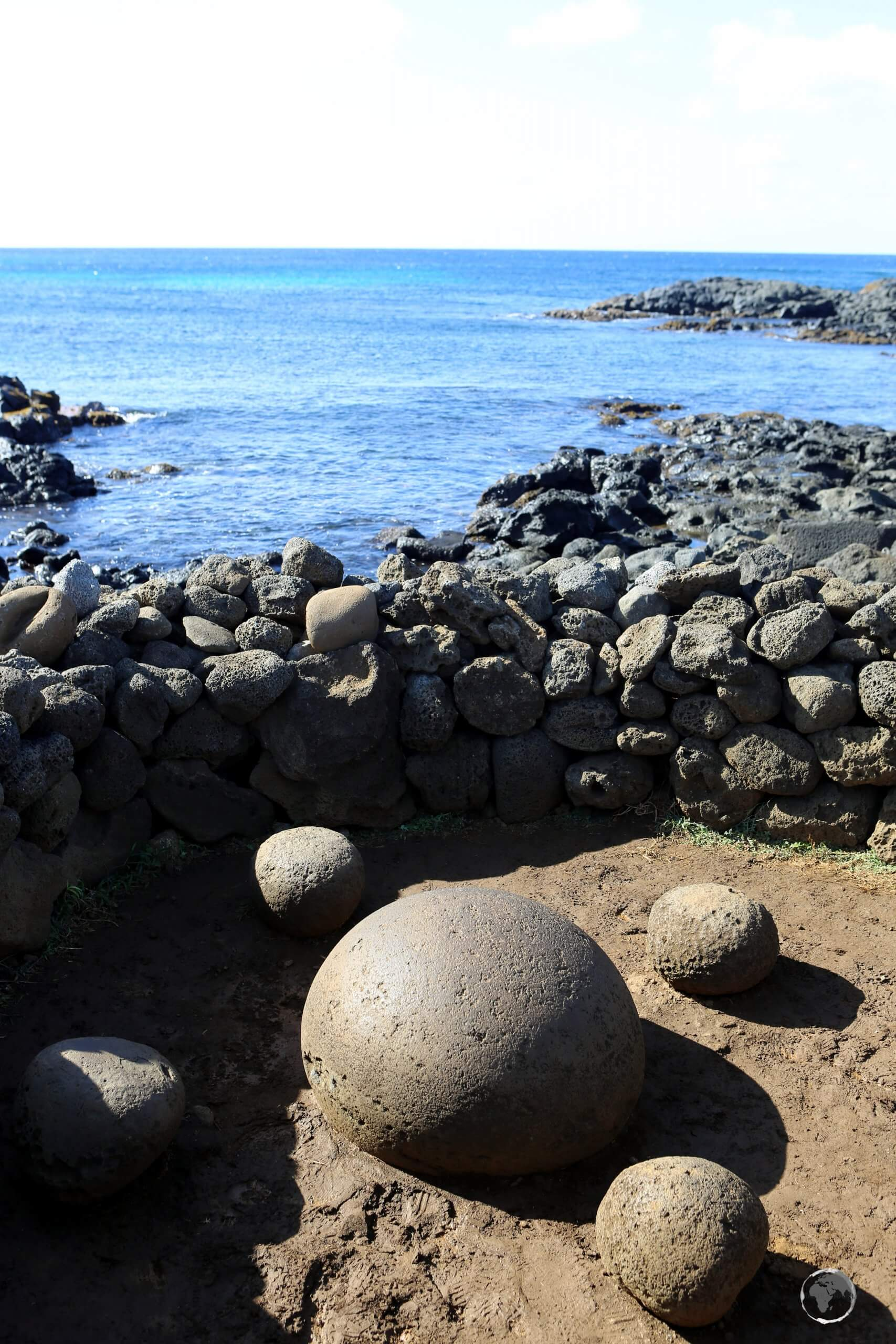 The magnetic stone of Te Pito Kura was supposedly bought to the island by the founding king of the Rapa Nui people. It is said that this rock, almost spherical and smooth, concentrates a magnetic and supernatural energy called 'mana'.