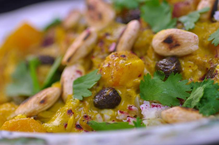 Curry_with_pumpkin_and_hibiscus_powder_closeup