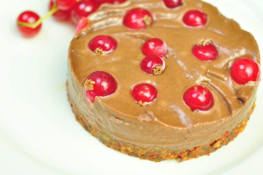 raw_chokladkolakaka_med_lingon_closeup
