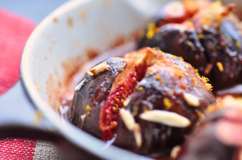 Ovenbaked_fresh_figs_with_almonds_and_orange_juice_3