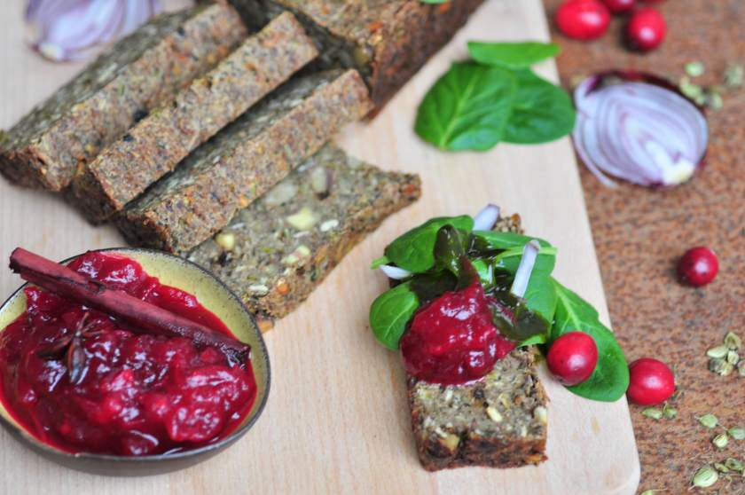 Green_pate_with_cranberry_sauce_3