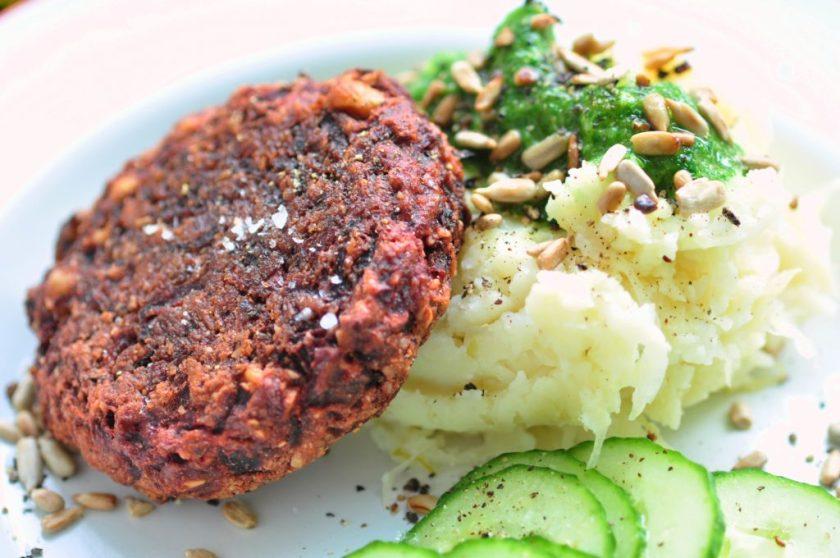 Glutenvrij_bietenburgers_met_kruidenolie_en_aardappelpuree_3