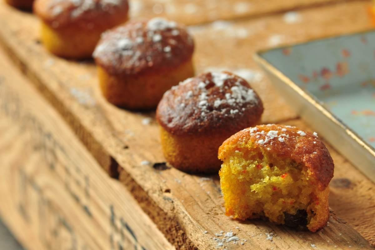 Tiny glutenfee saffron muffins