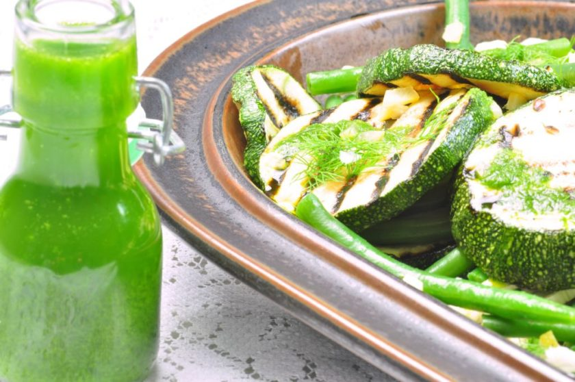 Greens_with_even_more_green_salad_closeup