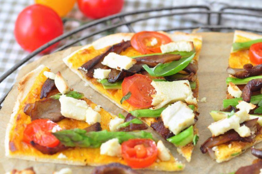 Cassavapizza_med_ostsås_och_grönsaker_2