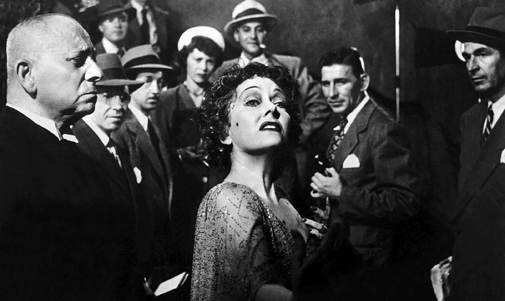 """4 Reasons Why """"Sunset Boulevard"""" is a Masterpiece of American Cinema 