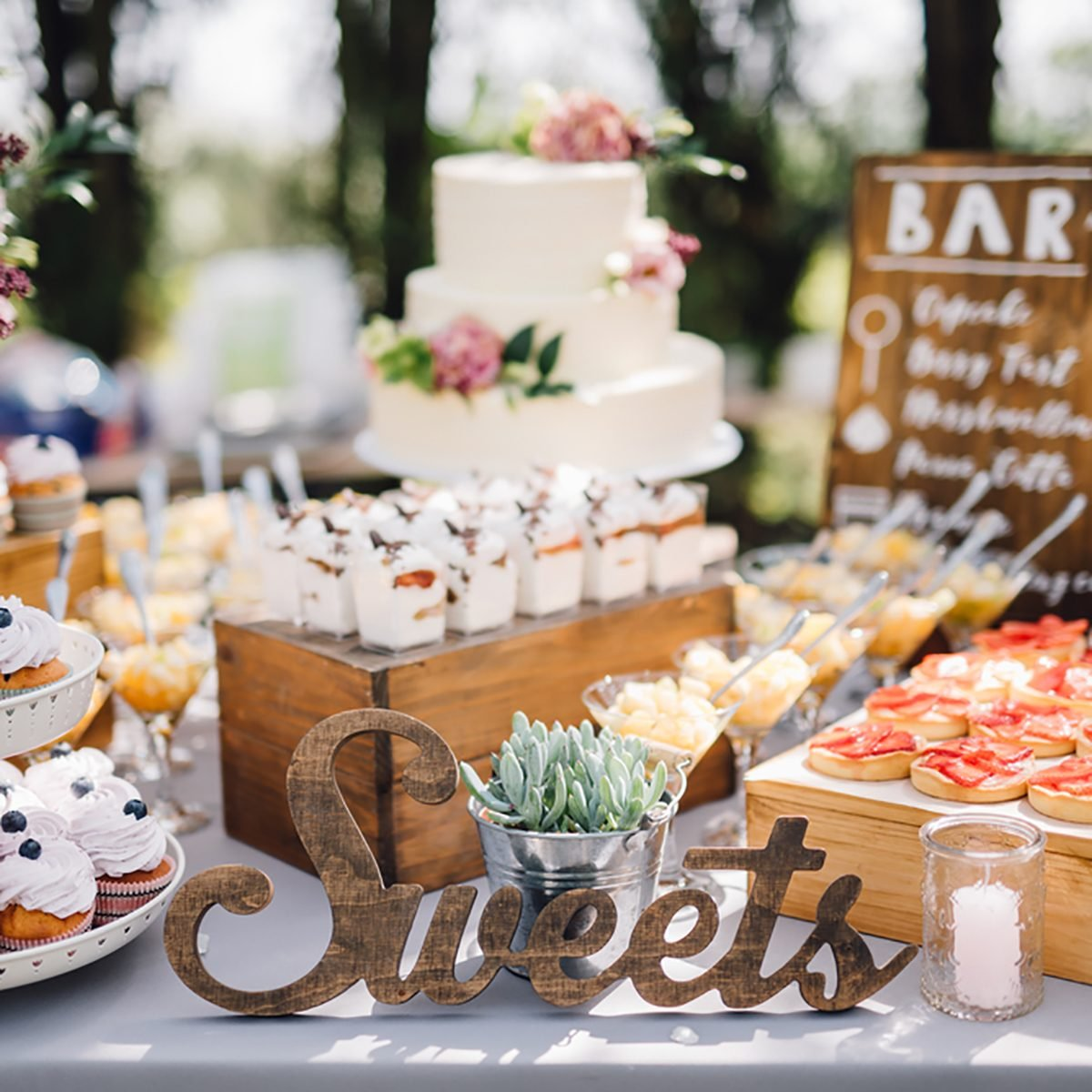 10 Dessert Table Ideas To Make Your Wedding Reception