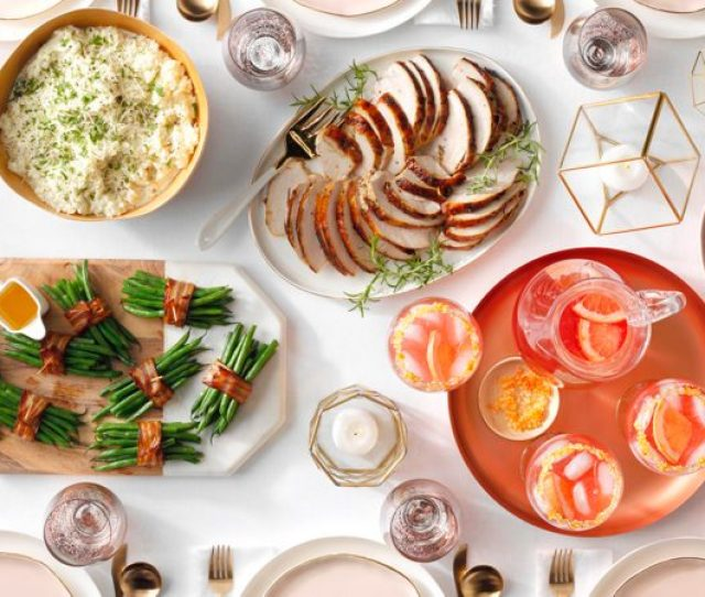 Image Of A Chic And Simple Thanksgiving Dinner Table