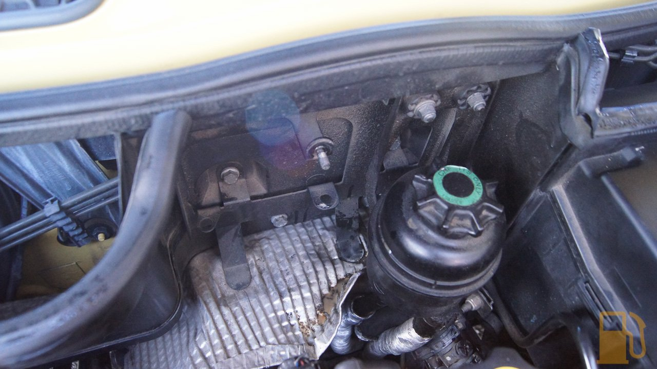 Mini Cooper Coolant Bottle Cleaning Tastes Like Petrol Engine Tank The Is Only Held Into Car With A Single 10mm Nut So Its Quick To Remove I Also Pulled Hose Off Radiator Cap Neck