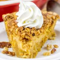 pumpkin pie with crumb topping
