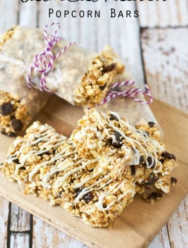 Oatmeal raisin cookie lovers will love these fun popcorn snack bars full of oatmeal, walnuts, cinnamon and raisins, drizzled in white chocolate.