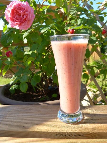 Smoothie à la fraise, la banane et aux graines de chia - Vegan