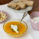 Soupe aux carottes gingembre et citron et sa crème aux noix de cajou #vegan