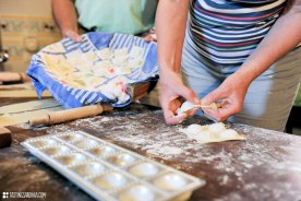 make ravioli with your hands on home-made pasta cooking lesson