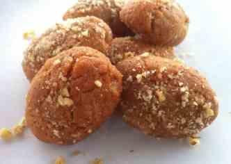 Μελομακάρονα συνταγή - Τραγανά μελομακάρονα με σιμιγδάλι