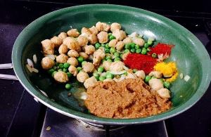 WhatsApp-Image-2016-11-11-at-12.39.12-PM-300x195 Soya chunks and green peas curry